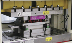 Magnetic quick-die -change system