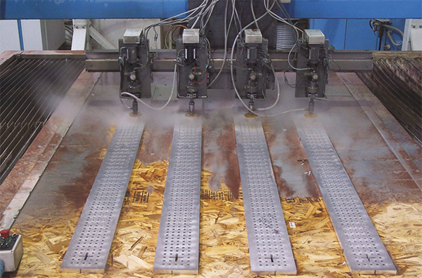 machine that cuts metal with water