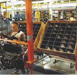 Reusable, custom packging along automotive assembly line
