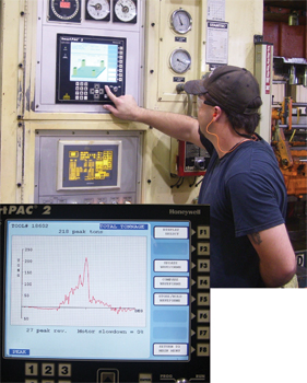 operator takes a look at the tonnage monitor's plan view on the SmartPac2