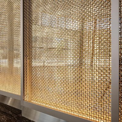 Wire Mesh Serves As a Dramatic Focal Feature in Ne...