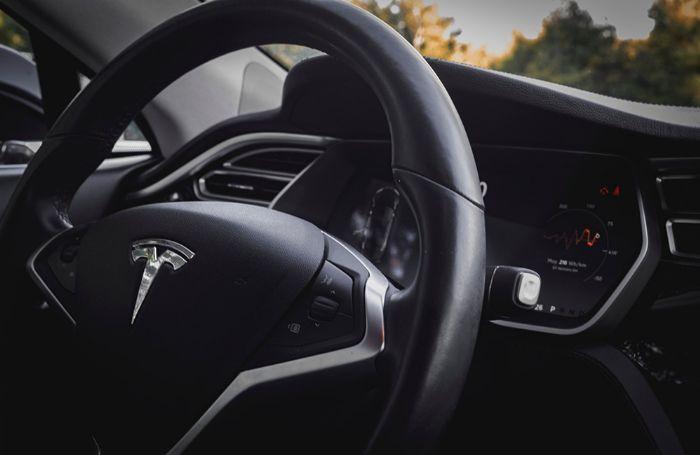 Tesla-Steering-Wheel-EV