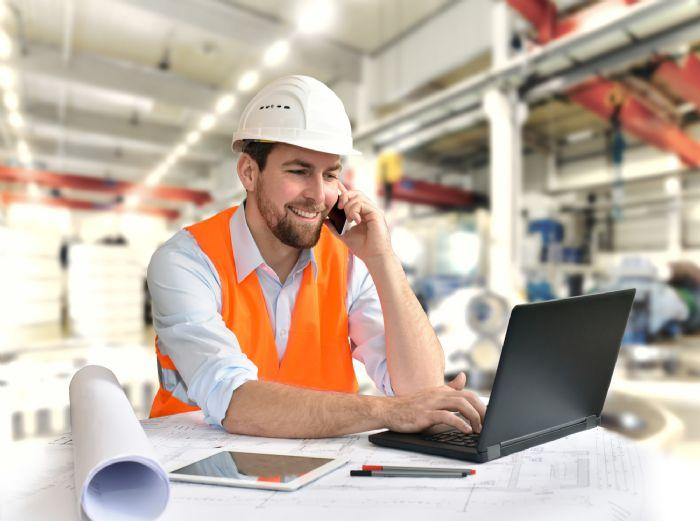 Simpac worker on laptop