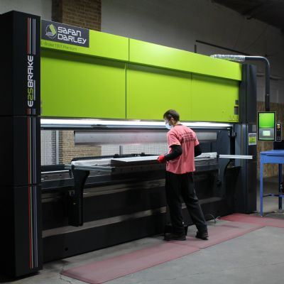 Sheet Metal Fabricator Adds Servo-Electric Safan Darley Pres...