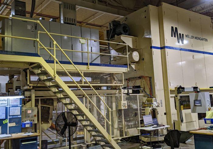 Photo A press line with mezzanine