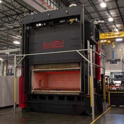 Beckwood Delivers 400-Ton Titanium Hot Forming Press to Midwest Aerospace Supplier
