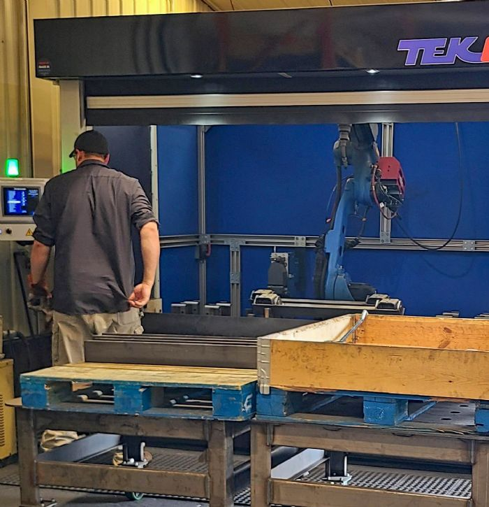 Photo A Yaskawa robotic welding cell Brown Industrial