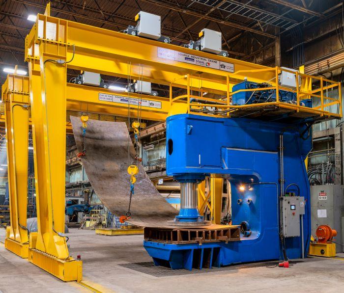 Photo C gantry cranes and 3500 ton hydraulic press